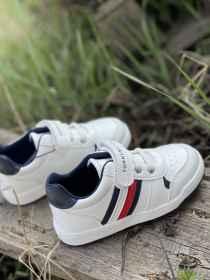 Tommy Hilfiger fiú cipő